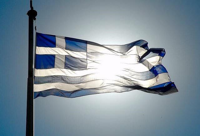 Έλληνα να μην προδώσεις. Μονάχα το «όχι» μπορεί να φέρει την χώρα ένα βήμα μπροστά να θέσει σε λειτουργία το ρολόι που πέντε χρόνια τώρα έχει παγώσει στην ώρα της ανυπόφορης μιζέριας.